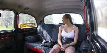 คลิปโป๊ฝรั่ง สาวโบกรถTAXI แวะเย็ดข้างทาง คลิปโป๊18+